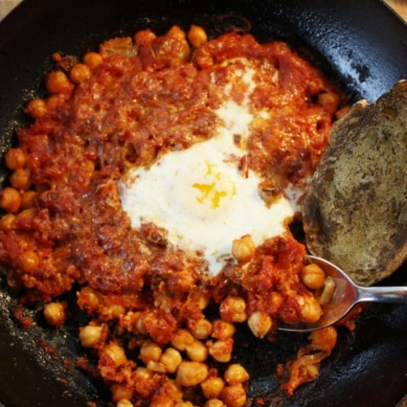 Chick Peas with Garlic and Tomato