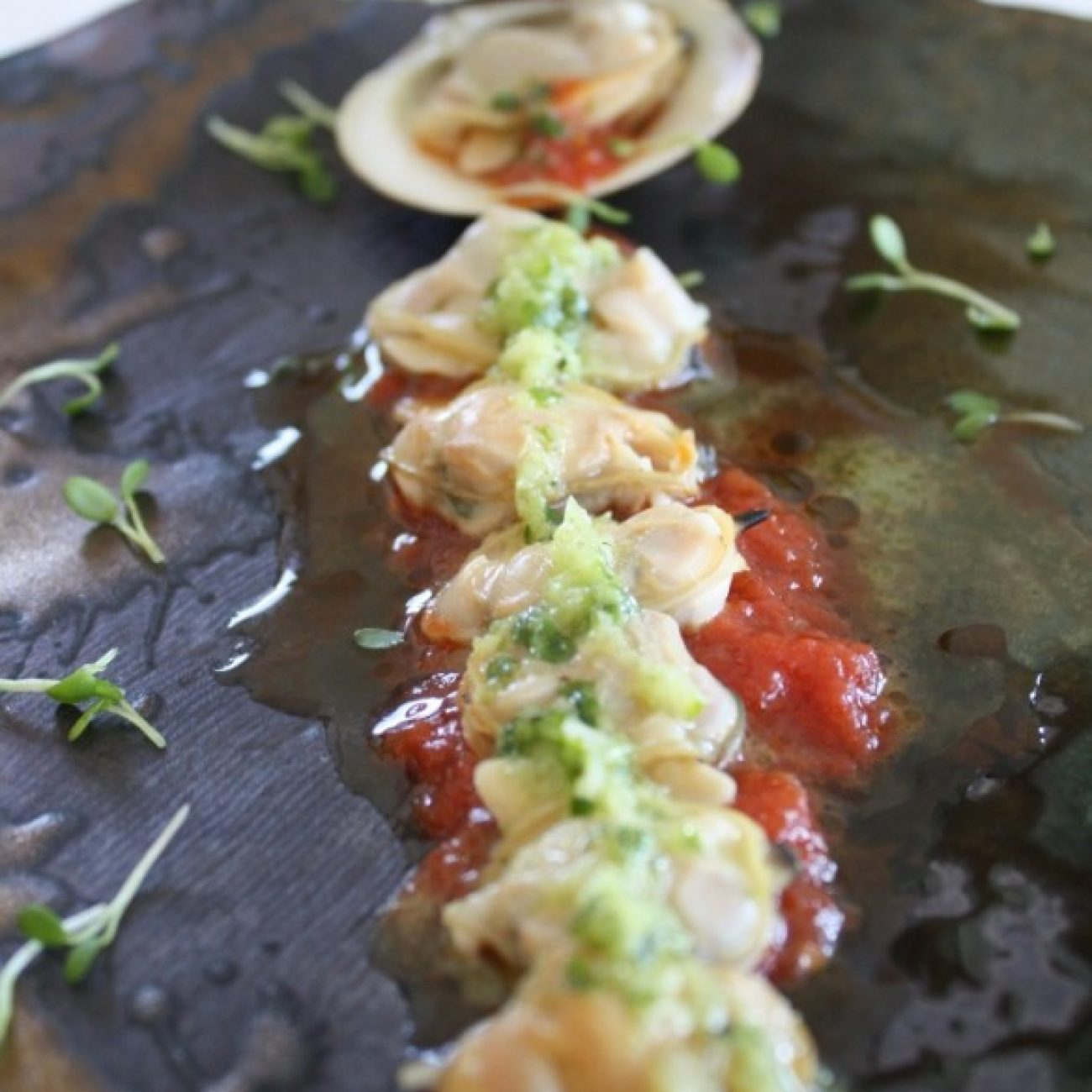 Clams with Tomato and Garlic