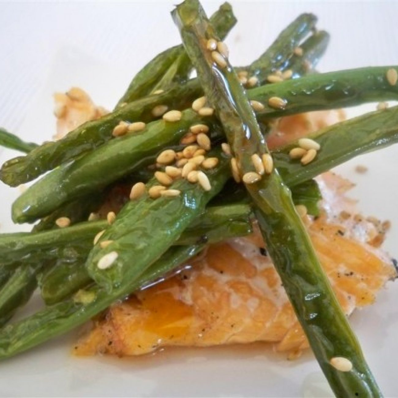 Crinkle beans with bbq salmon