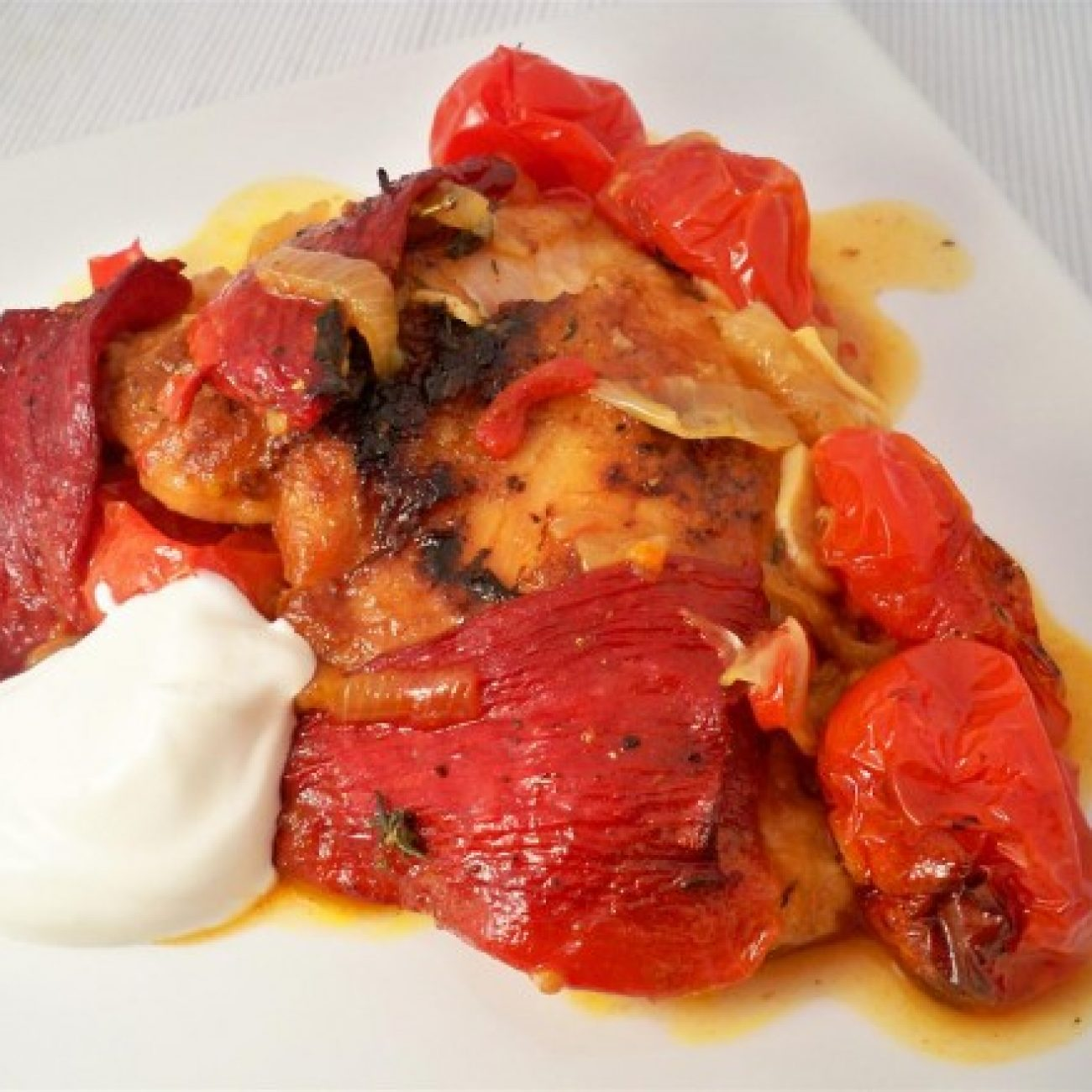 Chicken with peppers, tomato and thyme
